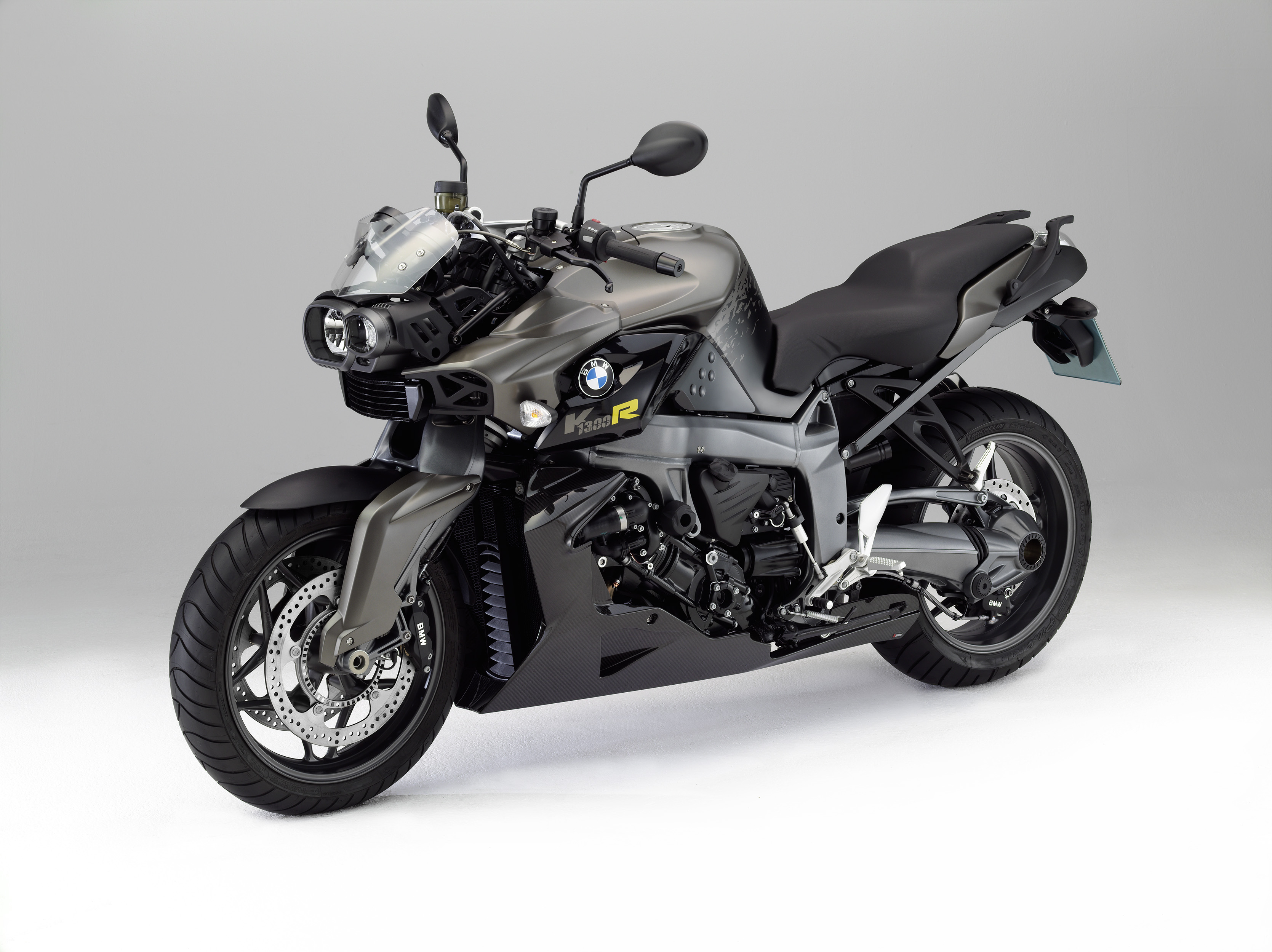 2011 BMW K1300R: pics, specs and information